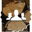 logo trois personnes avec fond tronc d'arbre
